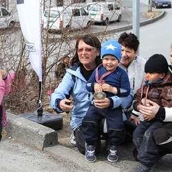 Ingse Hagevik (t.v.) er 4 år, men gjekk marsjen for 5. gong! (Foto: Kjetil Vasby Bruarøy)