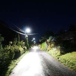 Solbakken har fått gatelys. (Foto: KVB)