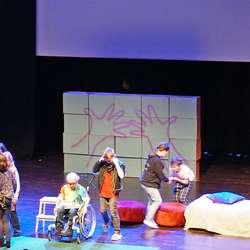 Premiere på «Prinsesse Slim» - Os barne- og ungdomsteater i Oseana 7. mai. (Foto: Lilly Grønvigh)