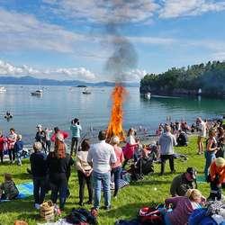 Etterkvart vart det fyr i bålet òg. (Foto: KOG/ FB)
