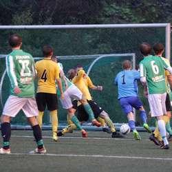 Thomas Blomberg fekk ein fot på ballen. (Foto: KVB)