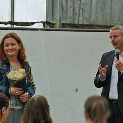 Susan Askvik tok på vegne av Nore Neset Grendalag i mot årets tildeling frå Moldegaardsfondet. (Foto: KOG)