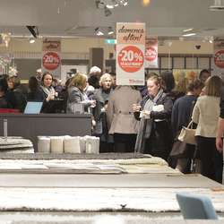 Etterpå var det handel og servering. (Foto: KVB)
