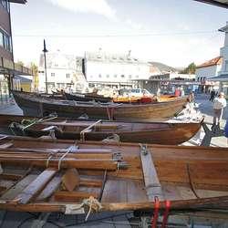 Ni båtar i utstilling. (Foto: Kjetil Vasby Bruarøy)