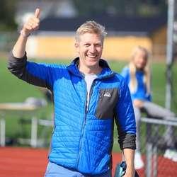 Kent Ove Næss fortel om flinke, unge instruktørar frå eige idrettslag. (Foto: Ørjan Håland)