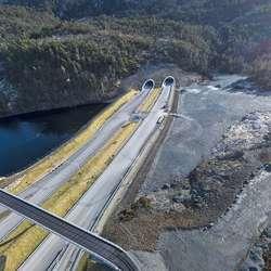 Skogafjellstunnelen sitt utlaup i Endelausmarka. (Foto: Statens vegvesen/Hawkeye, 26. februar 2020)
