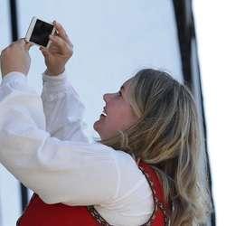 Det var sjølvsagt rom for kunstpause med selfie. (Foto: KVB)