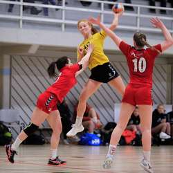 Anna S. Mjånes skåra 3 mål, her sender ho Os opp i 18-12. (Foto: KVB)