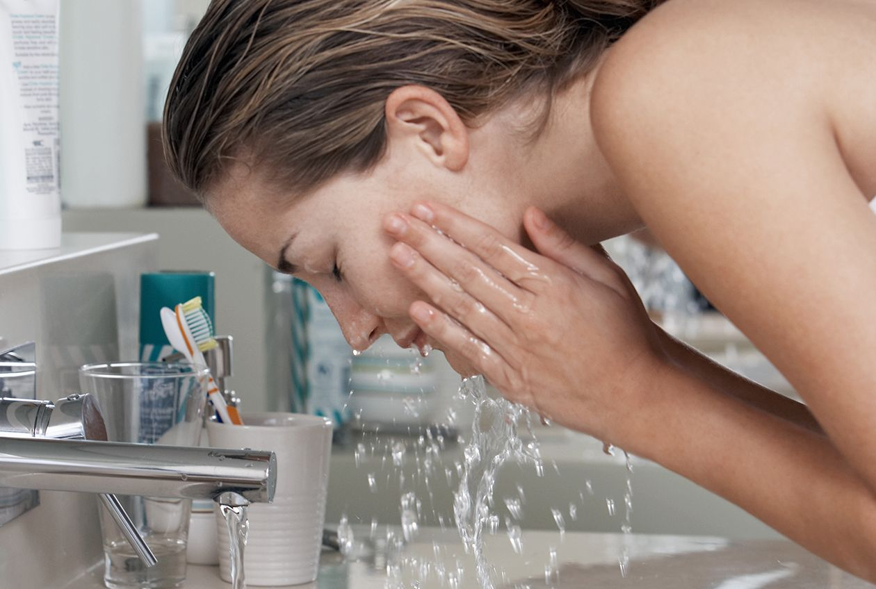 5 Signs You Need to Change Your Cleanser