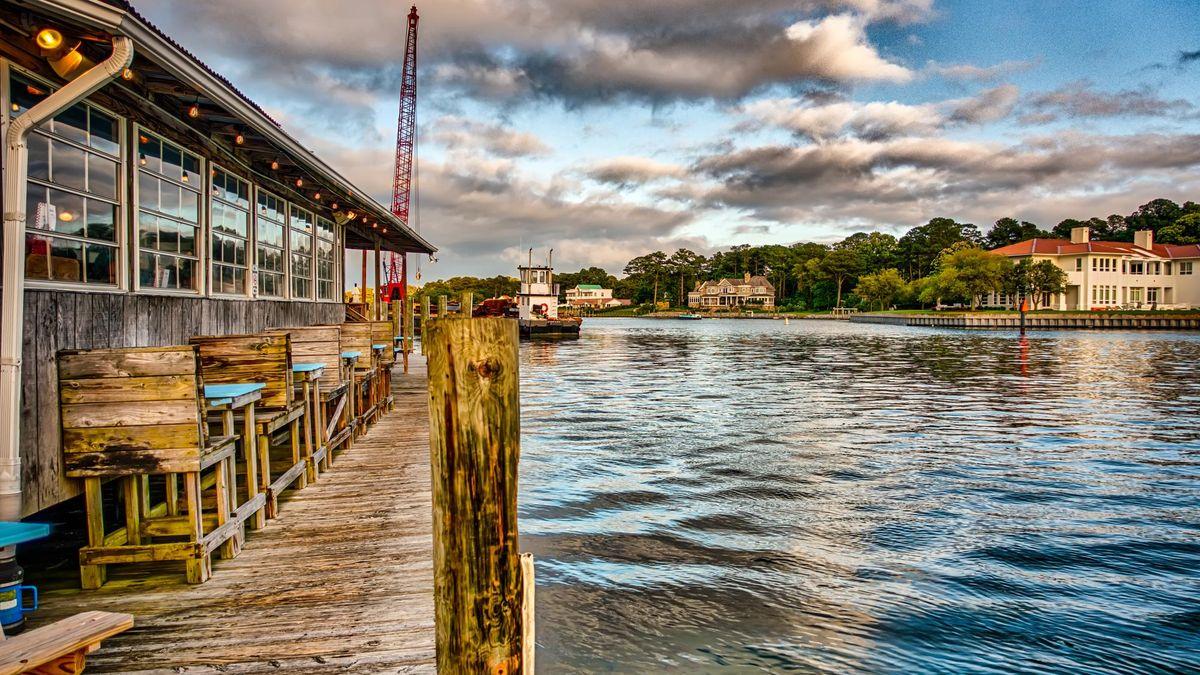 waterfront restaurant in norfolk virginia usa