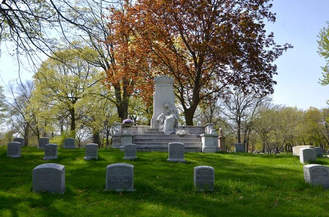 Forest Lawn, Pabst burial site