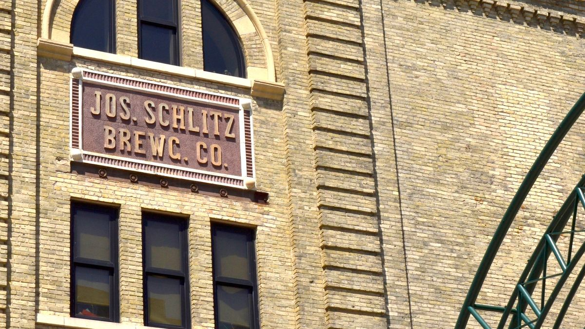 Schlitz Brewing Co._KJA9533