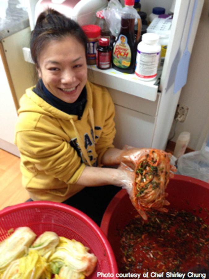 making kimchi 090