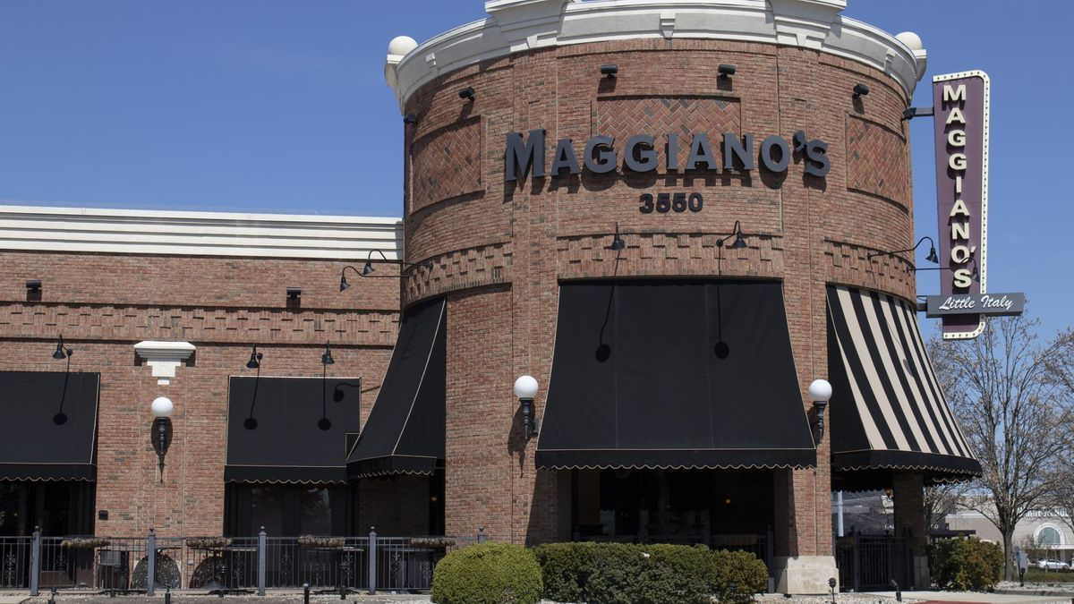 Indianapolis - Circa April 2020: Maggiano's Little Italy restaurant. Maggiano's is offering Carryout, Curbside and Delivery during social distancing.