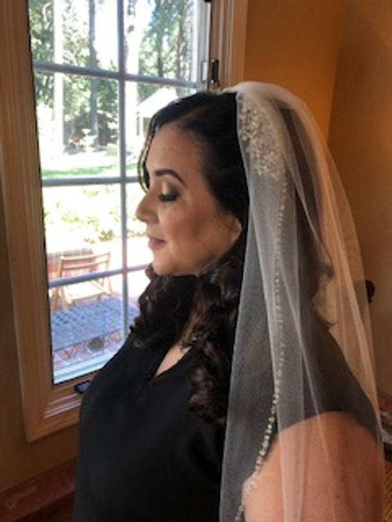 Brunette with veil