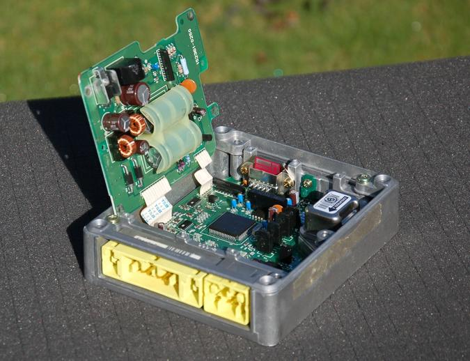 An SRS computer with internal capacitors