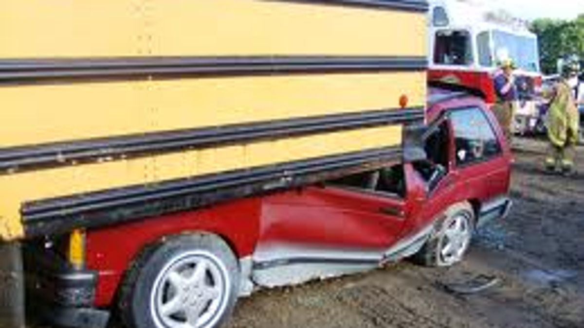 Underride example - school bus and a wagon