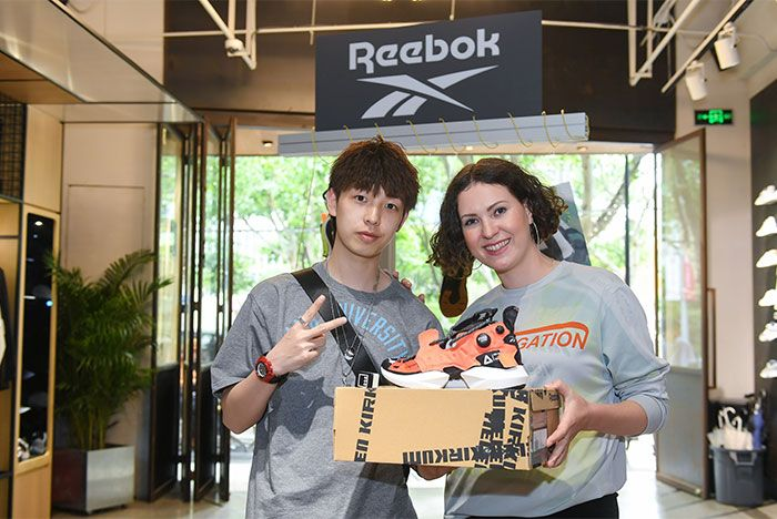 Helen Kirkum Reebok Sole Fly Event Orange Black Lateral Box Shot