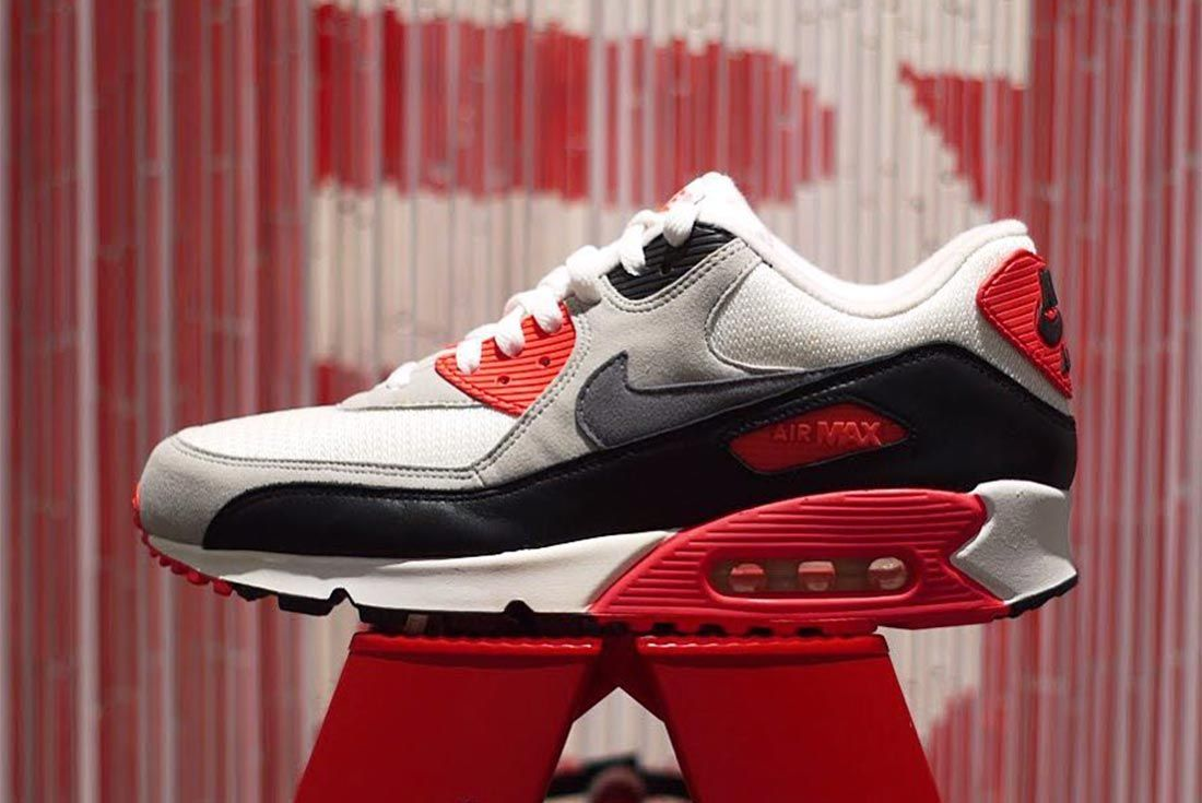 Nike Air Max 90 Infrared Lateral Side Shot