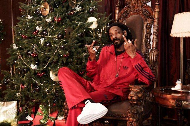 Ebenezer Snoop Lion On Thrown 1