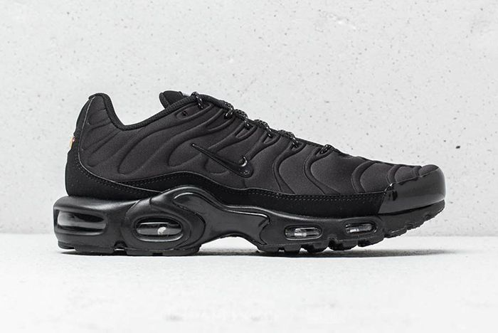 Nike Air Max Plus Se Triple Black Midnight Navy 2