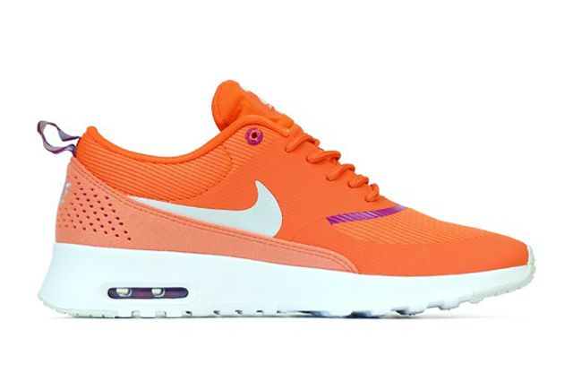 Wmns Air Max Thea Orng Sideview