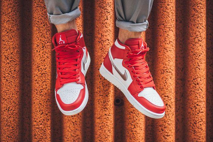 Air Jordan 1 Retro Gym Redsilver Feature