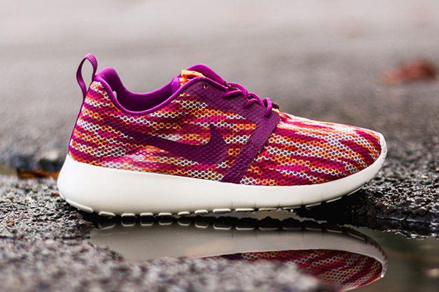 Nike Roshe Run Flight Gs Bold Berry Total Orange Pink Pow 5