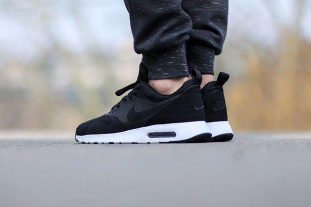 Nike Air Max Tavas Se Black White