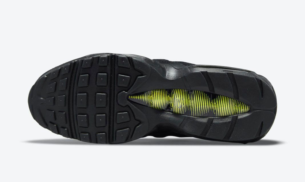 Nike Air Max 95 in Murdered-Out Black and Yellow