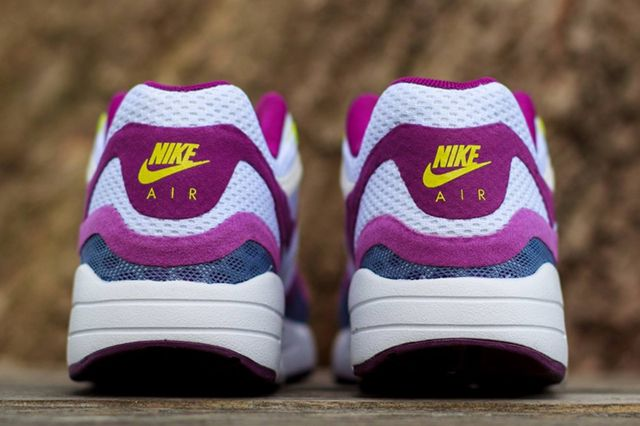 Nike Wmns Air Max 1 Breeze Bright Grape 1