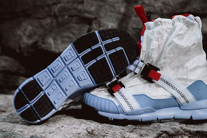 Nike Mars Yard Overshoe Left 2