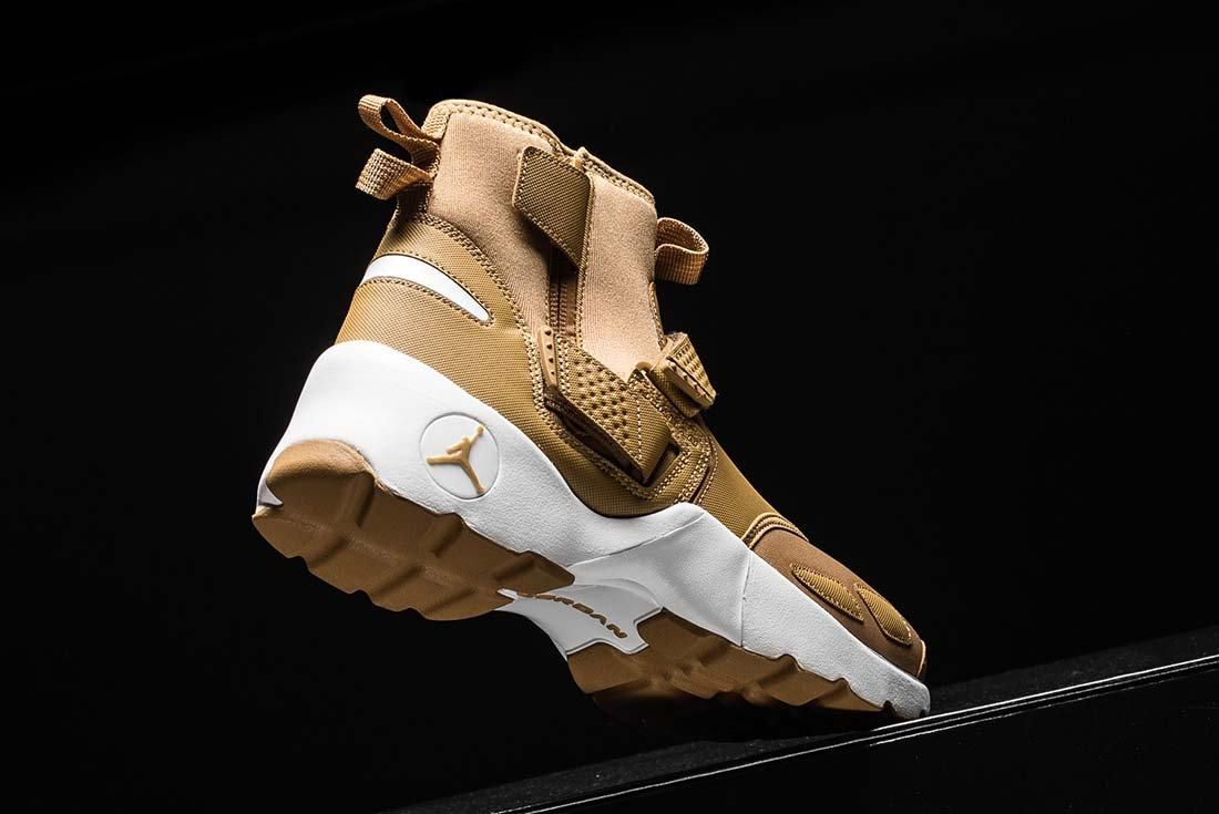 Jordan Trunner Lx Golden Beige 7