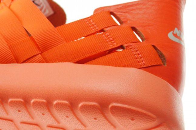Nike Roshe Run Woven Total Crimson Heel 1