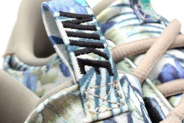 Nike Solarsoft Moccasin Sp Tropical Floral Pack Bone Purple Tongue Detail 1
