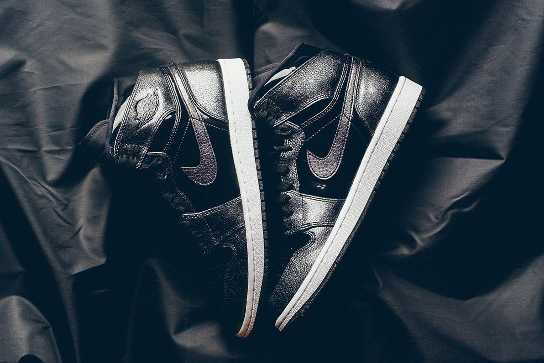 Air Jordan 1 Black Metallic 2