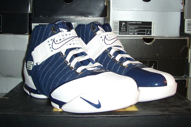 Rebecca Dahms Wmns Basketball Collection Nike Air Zoom Le Bron 5 Yankees 1