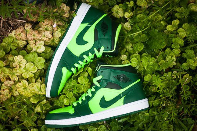 Jordan 1 Mid Electric Green Pair 1