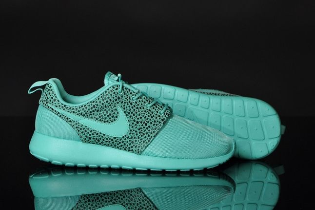 Nike Rosherun Crystalmint Safari Heel Sole Profile 1