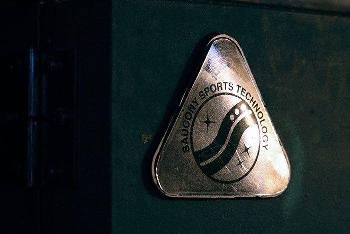 Bodega Saucony Azura Grid 2000 Og Badge Wall Shot