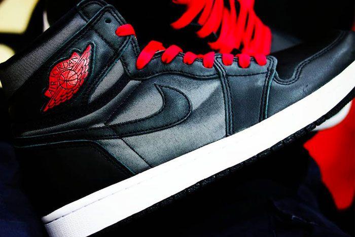 Air Jordan 1 Black Satin Close Right
