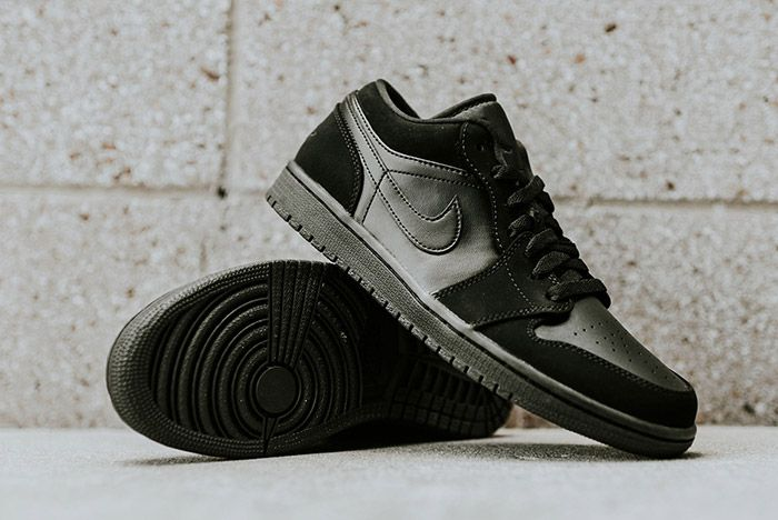 Air Jordan 1 Low Blackout 4