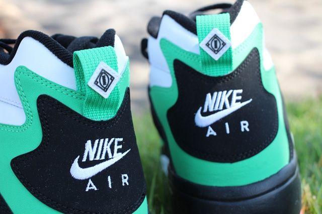 Nike Air Diamond Turf Gamma Green Sole Detail