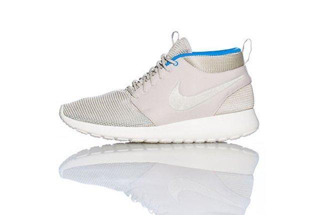Nike Rosherun Mid White Blue Profile 1