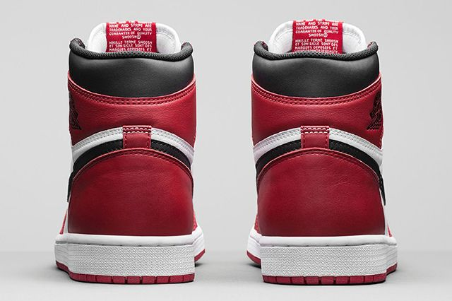 Air Jordan 1 High Chicago 2