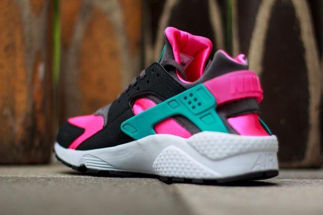 Nike Air Huarache Hyper Pink 2
