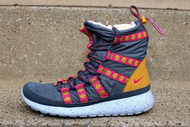 Nike Wmns Rosherun Hi Sneakerboot Print Drk Armry 2
