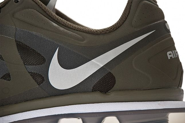 Nike Air Max 2012 Close Up Side 1