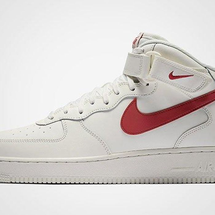 derivación Terapia Pronombre  Nike Air Force 1 Mid 07 (Sail/University Red) - Sneaker Freaker