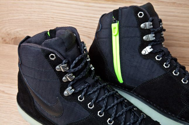 Nike Air Approach 2012 Zipper Black Suede Ripstop Pair Details 1